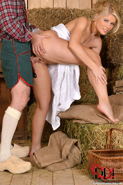 Sweet Cat Farm Girl's Fantasy