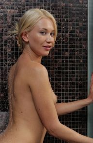 Lindsey Olsen Fingering her pussy in the shower