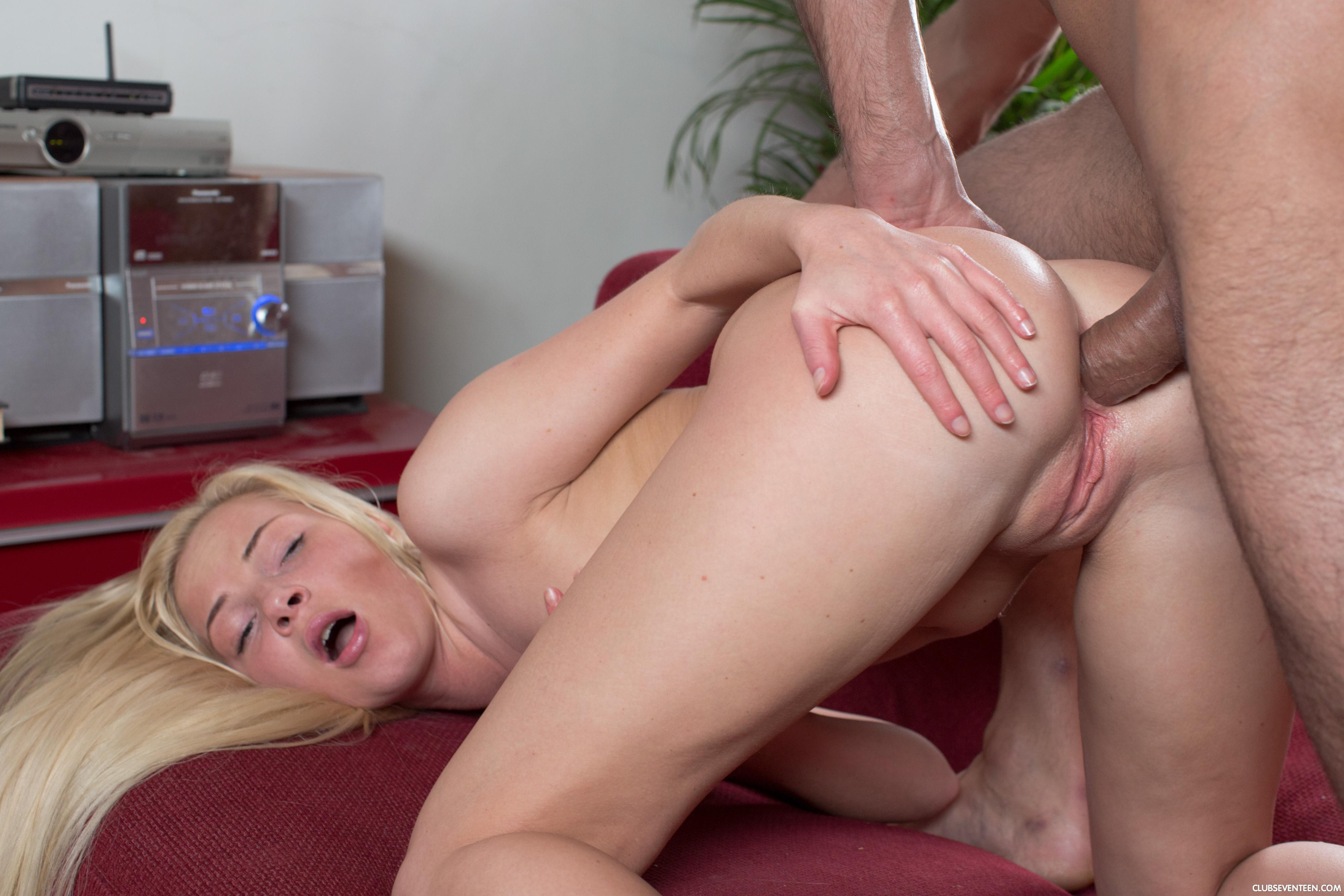 Outdoor real public sex girl fucked by a stranger when upskirt