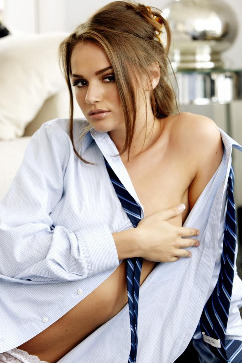 Tori Black A beatiful and naughty office boss stripping