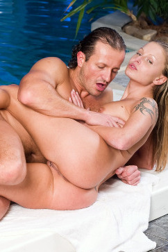 Liliane Tiger Superstar babe gets pool sex with ass attention!