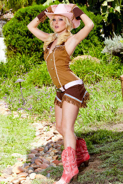 Niki Lee Young Come over and ride me, cowboy!