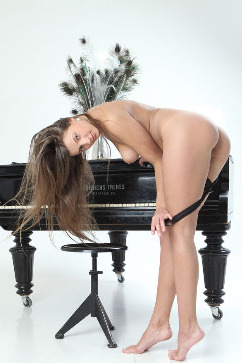 Melena Tara Let me play you - the rythm of a lustful stripping