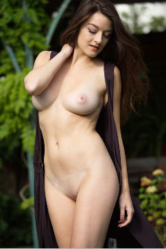 Vanda Mey Appetizing curves - exotic view from a busty girl