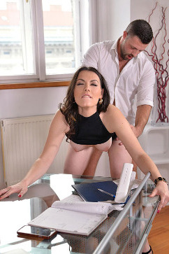 Sarah Highlight Cum in : personal assistance required
