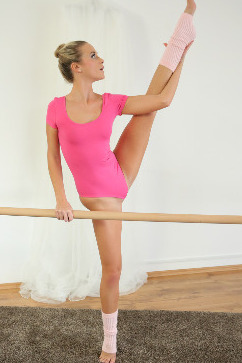 Vinna Reed Tiny Blonde Ballerina amazing flexibility for sex
