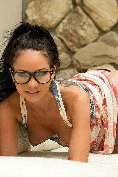 Raven Bay American hottie - innocent sexiness and glasses
