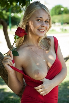 Sarika A Young but well gifted - blonde hottie play mood