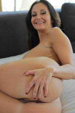 Ava Addams Milf takes cum on her mouth and tits