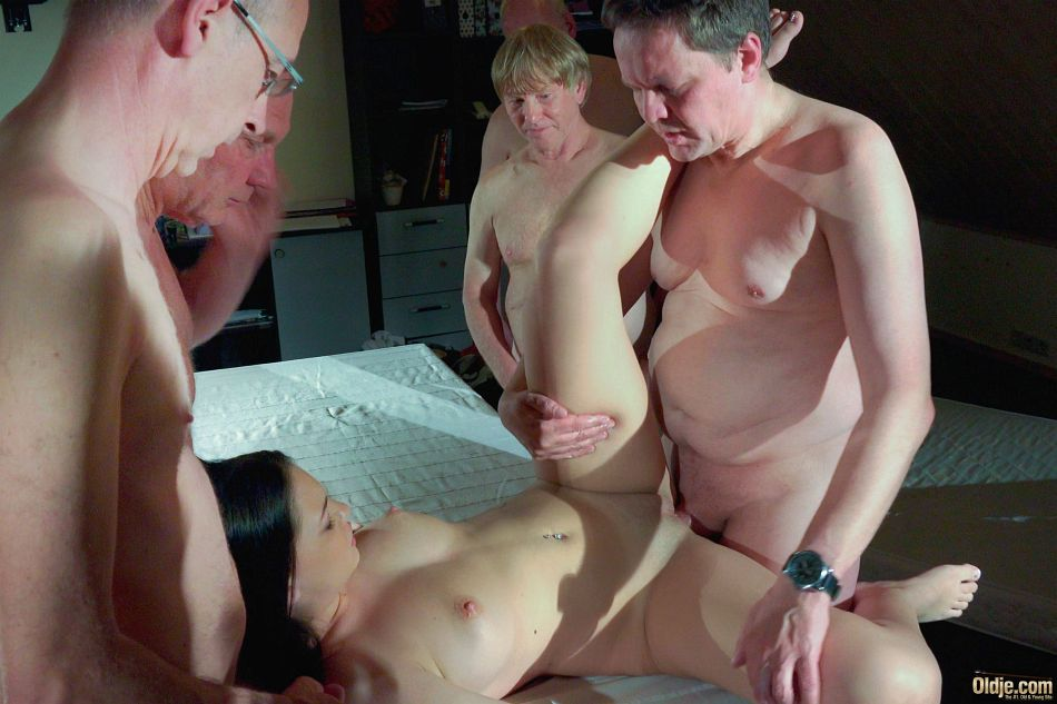 She takes anal filling to a whole new level - 1 part 7