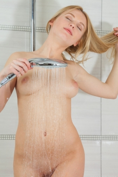 Xena Morning shower fuck with blonde hottie