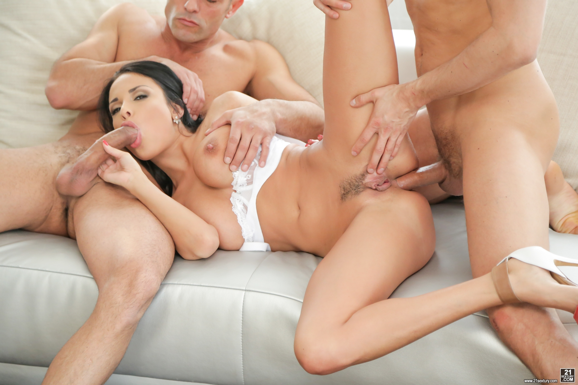 It invites milf is aware of the young man of lust 10