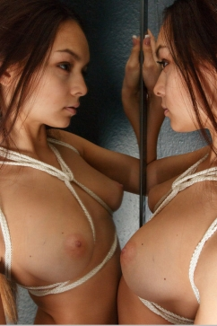 Karina Baru Glamorous capture of eroticism in the mirror