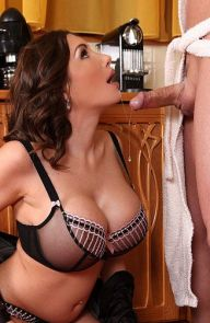 Clanddi Jinkcego Brunette Gives a Breakfast BJ