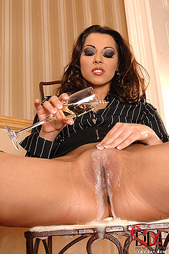 Cindy Hope Babe Gets Herself Soaking Wet
