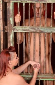 Leila Moon Prisoner Gets Some Deepthroat
