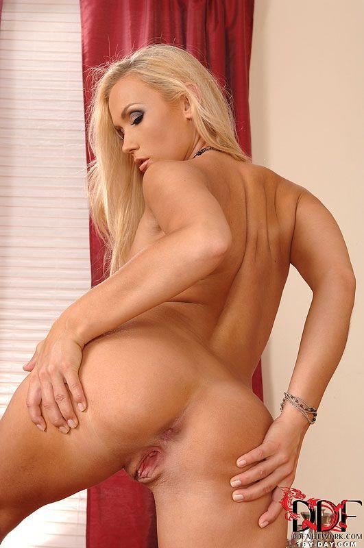 Блондинки голые 40 фото