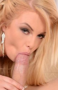 Bonnie Rose Blonde Deepthroats in Doggy